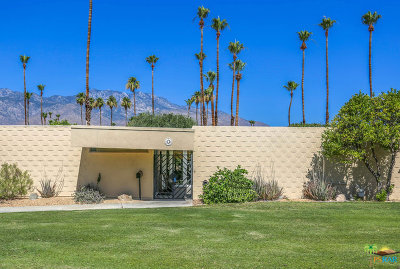 Palm Springs Condo/Townhouse For Sale: 18 Desert Lakes Drive