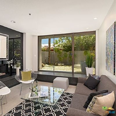 Palm Springs Condo/Townhouse For Sale: 220 W Stevens Road