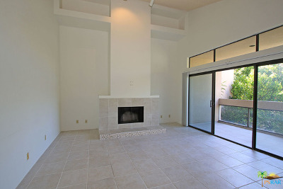 Palm Springs Condo/Townhouse For Sale: 919 Village Square South Square