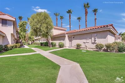 La Quinta Condo/Townhouse For Sale: 55331 Winged Foot