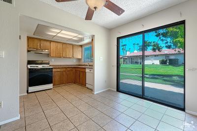 Bermuda Dunes, Indian Wells, Indio, La Quinta, Palm Desert, Rancho Mirage Condo/Townhouse For Sale: 75220 Vista Huerto