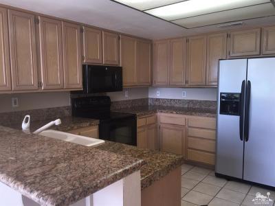 La Quinta Condo/Townhouse For Sale: 55400 Laurel Valley