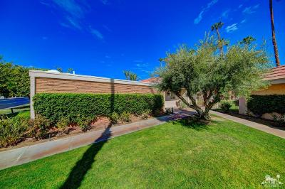 Indian Wells Condo/Townhouse For Sale: 76970 Iroquois Drive