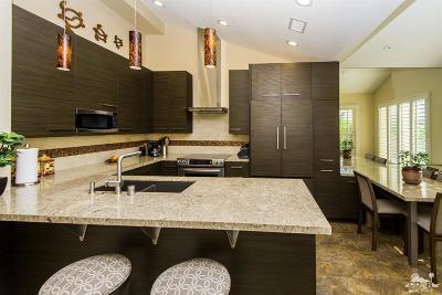 La Quinta Condo/Townhouse For Sale: 78475 Indigo Drive