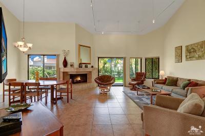 La Quinta Condo/Townhouse For Sale: 49860 Calle Estrella