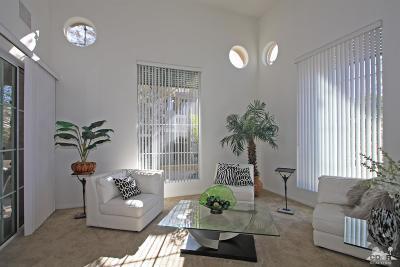 Palm Desert Condo/Townhouse For Sale: 2061 Via Alba