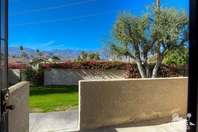 Rancho Mirage Condo/Townhouse Contingent: 34404 Laura Way