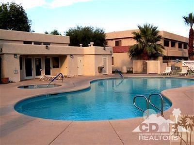 Rancho Mirage Condo/Townhouse Contingent: 69593 Karen Way