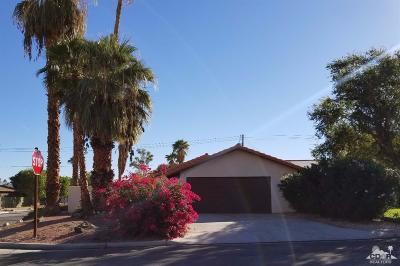 La Quinta Single Family Home Contingent: 51750 Avenida Diaz