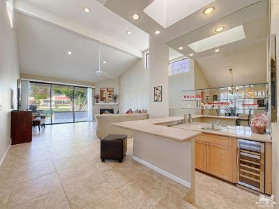 Palm Springs Condo/Townhouse For Sale: 7526 Regency Drive