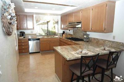 Palm Desert Condo/Townhouse For Sale: 94 Presidio Place