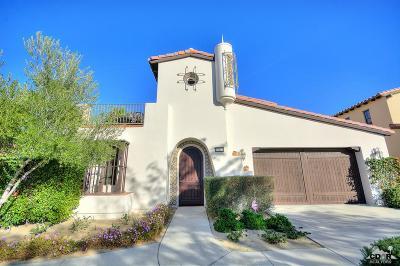 La Quinta Single Family Home Contingent: 51860 Via Roblada