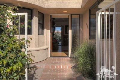 La Quinta Single Family Home Contingent: 48100 Calle Seranas