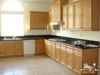 Palm Desert Condo/Townhouse For Sale: 2061 Via Alba