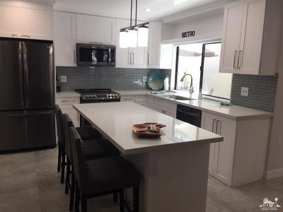Palm Desert Condo/Townhouse For Sale: 45451 Lupine