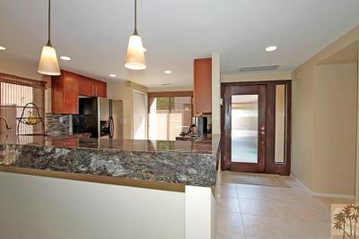 Ironwood Country Clu Condo/Townhouse For Sale: 73339 Oriole Court