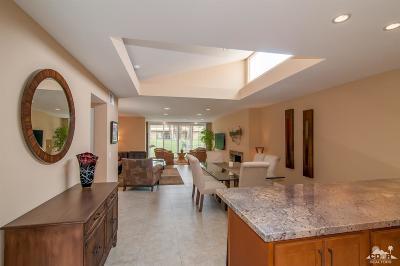 Palm Desert Condo/Townhouse For Sale: 48275 Racquet Lane