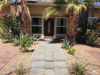 La Quinta Single Family Home Contingent: 52221 Avenida Villa