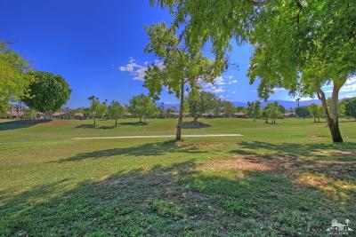 The Lakes Country Cl Condo/Townhouse Contingent: 275 Bouquet Canyon Drive