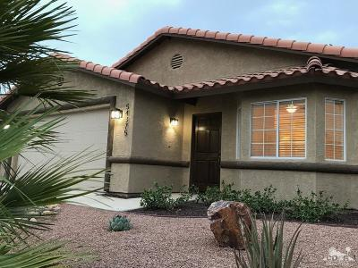 La Quinta Single Family Home Contingent: 54375 Avenida Obregon