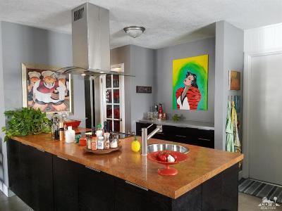 La Quinta Single Family Home Contingent: 54350 Avenida Obregon