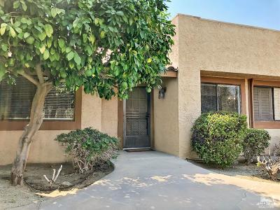 Palm Desert Condo/Townhouse For Sale: 47682 Desert Sage Court