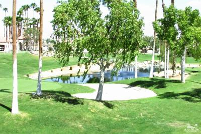 Palm Desert, La Quinta, Inidan Wells, Indio, Bermuda Dunes, Rancho Mirage Condo/Townhouse For Sale: 78289 Scarlet Court