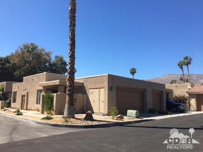 Palm Desert Condo/Townhouse For Sale: 72465 Desert Flower Drive