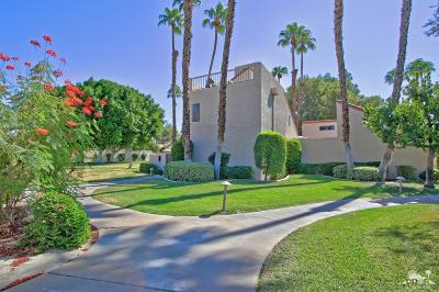 Rancho Mirage Condo/Townhouse For Sale: 152 Racquet Club Drive