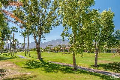 La Quinta Condo/Townhouse Contingent: 55371 Winged Foot