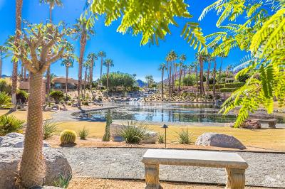 Ironwood Country Clu Condo/Townhouse For Sale: 73124 Carrizo Circle