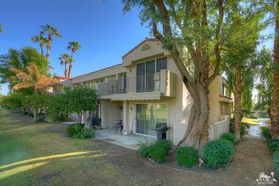 La Quinta Condo/Townhouse For Sale: 55405 Winged Foot