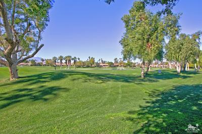 Palm Desert Condo/Townhouse For Sale: 47 Blue River Drive