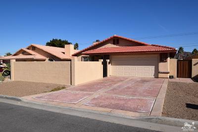 La Quinta Single Family Home Contingent: 52640 Avenida Diaz