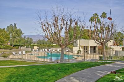 Palm Desert Condo/Townhouse For Sale: 48734 Desert Flower Drive