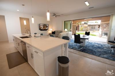 Palm Desert Condo/Townhouse For Sale: 2302 Retreat Circle