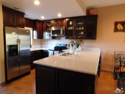 Cathedral City Condo/Townhouse For Sale: 67498 S Chimayo Drive