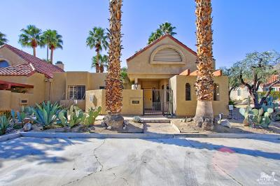 Palm Springs Condo/Townhouse For Sale: 238 Canyon Circle South
