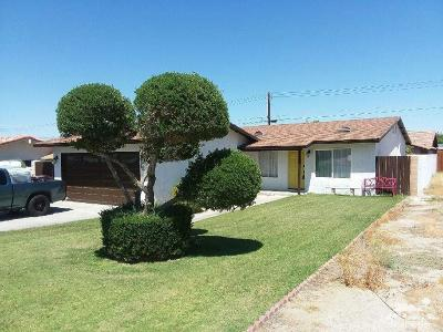 La Quinta Single Family Home Contingent: 52190 Avenida Carranza