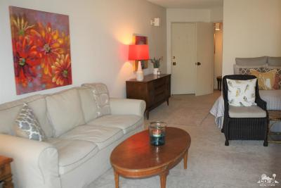 Palm Springs CA Condo/Townhouse For Sale: $128,900