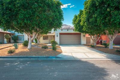 La Quinta Single Family Home For Sale: 52405 Avenida Villa