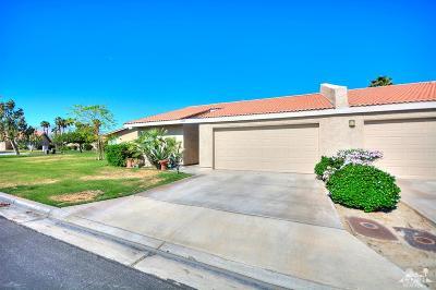 La Quinta Condo/Townhouse For Sale: 44081 W Sundown Crest Drive