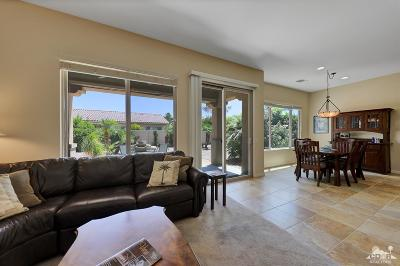 Sun City Shadow Hills Single Family Home Contingent: 40128 Calle Loma Entrada