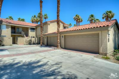 La Quinta Condo/Townhouse For Sale: 55571 Winged Foot