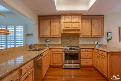 Palm Desert Condo/Townhouse Contingent: 705 Vista Lago Circle North