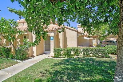 Palm Desert Condo/Townhouse For Sale: 74800 Sheryl Avenue #11-1