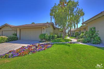 The Lakes Country Cl Condo/Townhouse Contingent: 321 Bouquet Canyon Drive