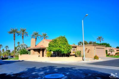 Palm Desert Condo/Townhouse For Sale: 44599 Sorrento Court