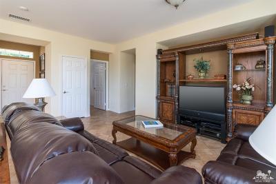 La Quinta Single Family Home Contingent: 81112 Red Rock Road