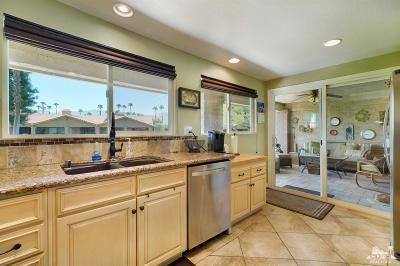 Palm Desert Condo/Townhouse For Sale: 105 Presidio Place
